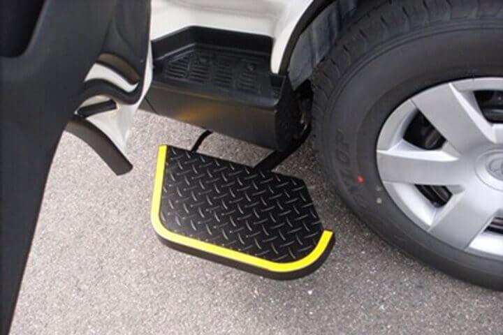 トヨタ・ハイエース専用 助手席用・電動補助ステップ