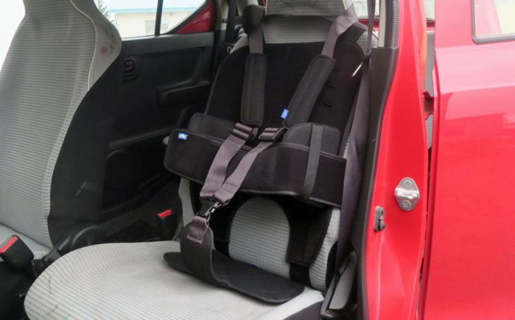 自動車用ボディサポートシステム 小児用[BSC53]をスズキ・アルトに取り付けしました♪