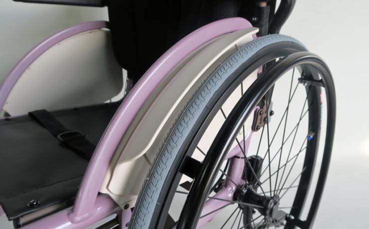 「MP フィンガード(樹脂製タイヤガード)」の取付作業をご紹介します。
