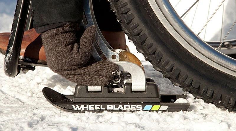 車いすのキャスター用スキー「ホイールブレード」の装着方法