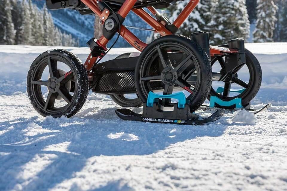 シーティングバギーやベビーカー用の大型スキー「ホイールブレード XL」