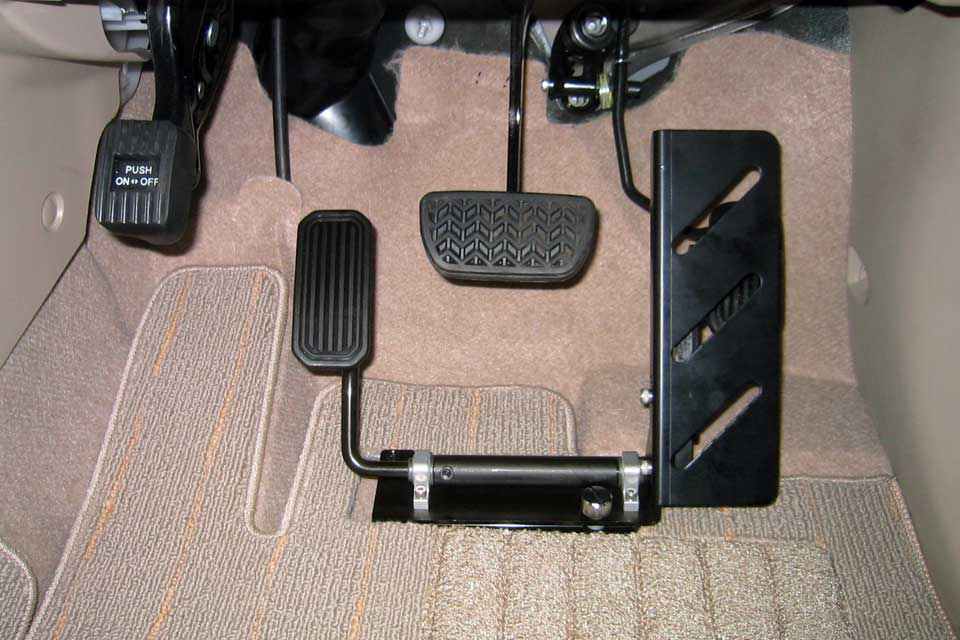 床置式、左アクセルペダル装置「レフティ」のご紹介
