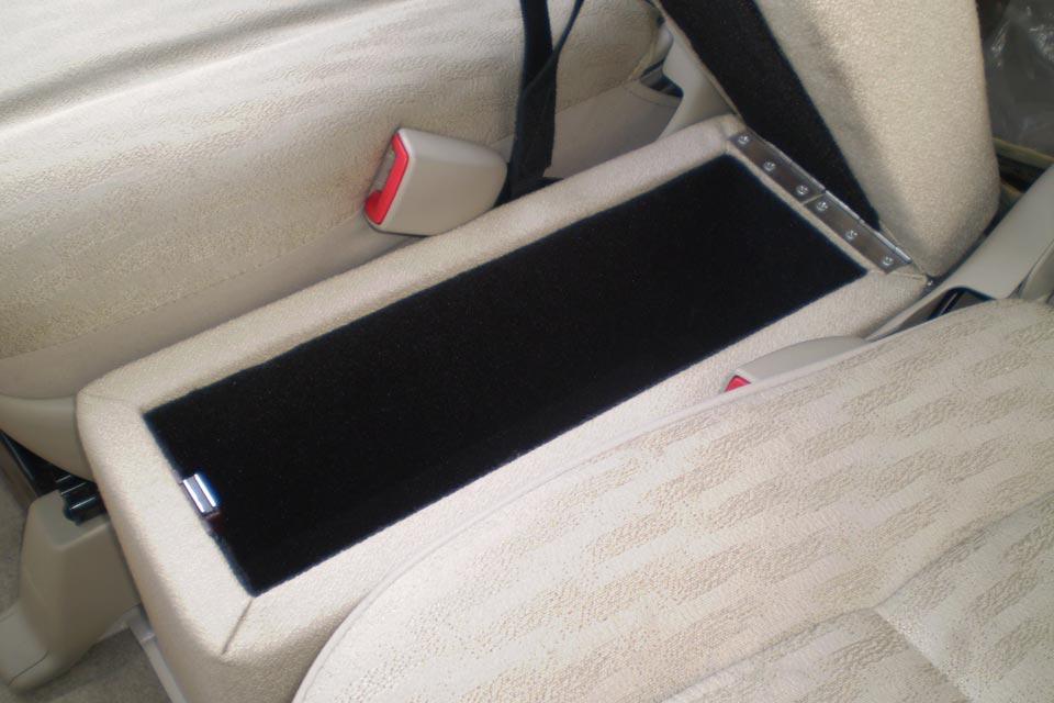 座面フラット改造事例 〜トヨタ・ポルテ助手席リフトアップシート車〜 センターコンソール製作