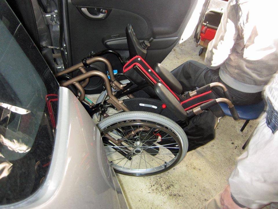 簡易電動車いすの乗せ降ろしを楽にする改造例のご紹介です♪