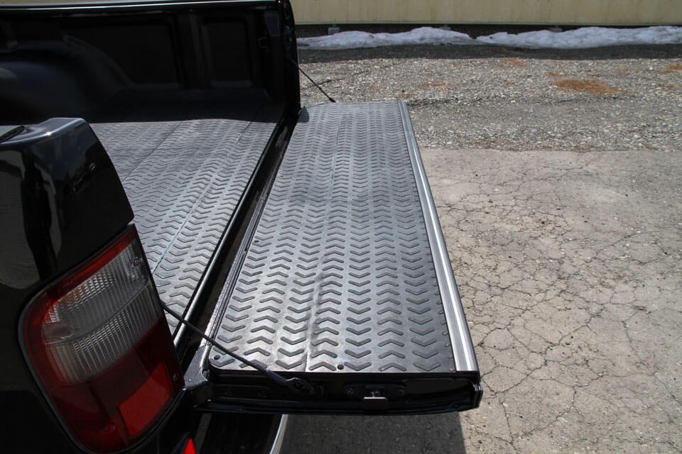 ハイラックストラック 荷台保護マット架装