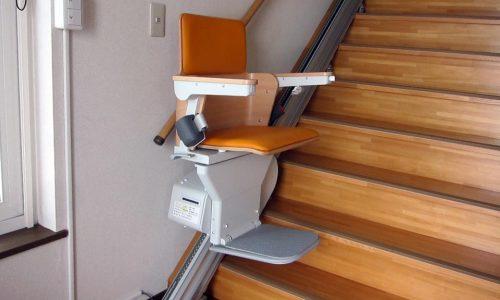 「いす式階段昇降機」設置完了!
