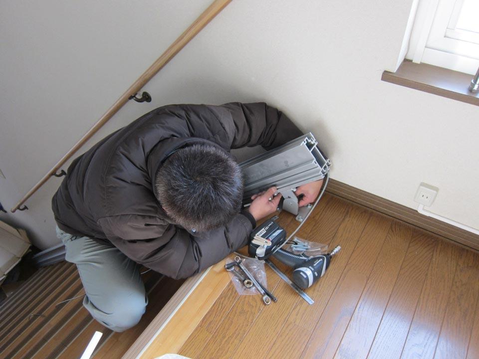 「いす式階段昇降機」エスコートスリム 設置作業