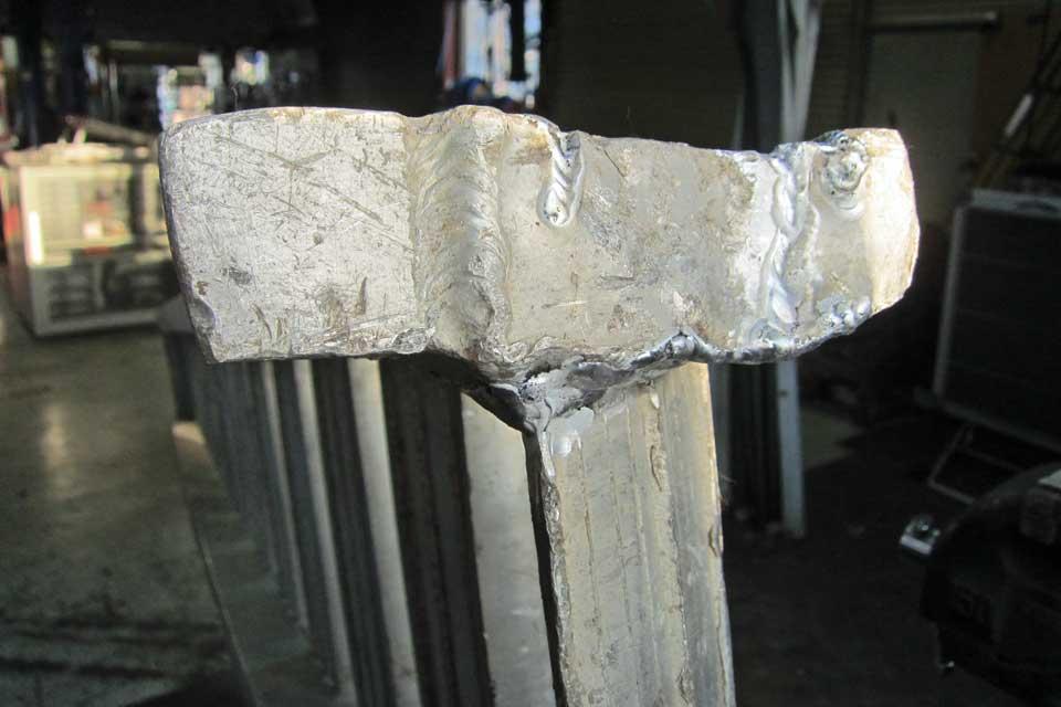 破損したあゆみ板をアルミTIG溶接で修理しました♪
