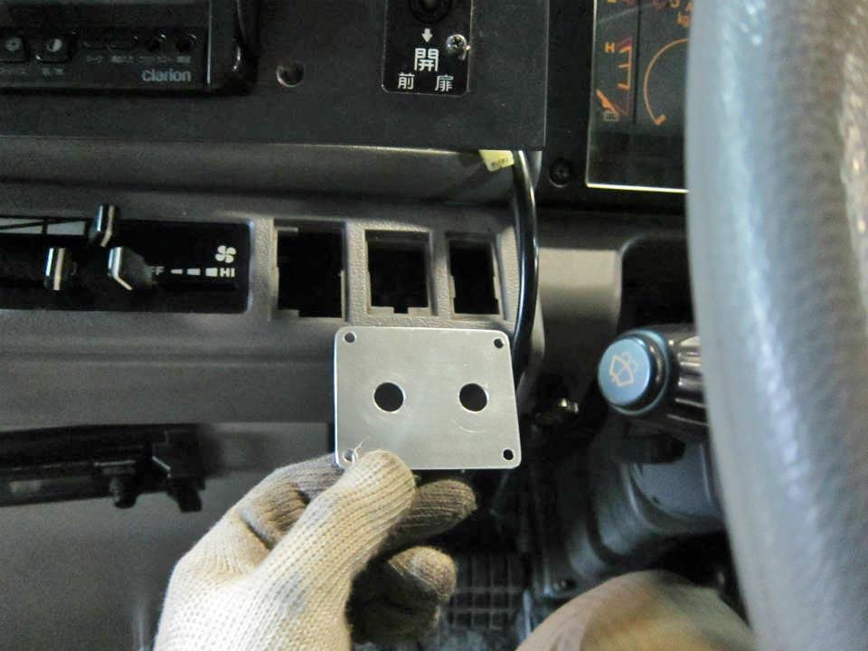 日野レインボー バス用 電動大型補助ステップの取付作業を赤裸々に公開します!
