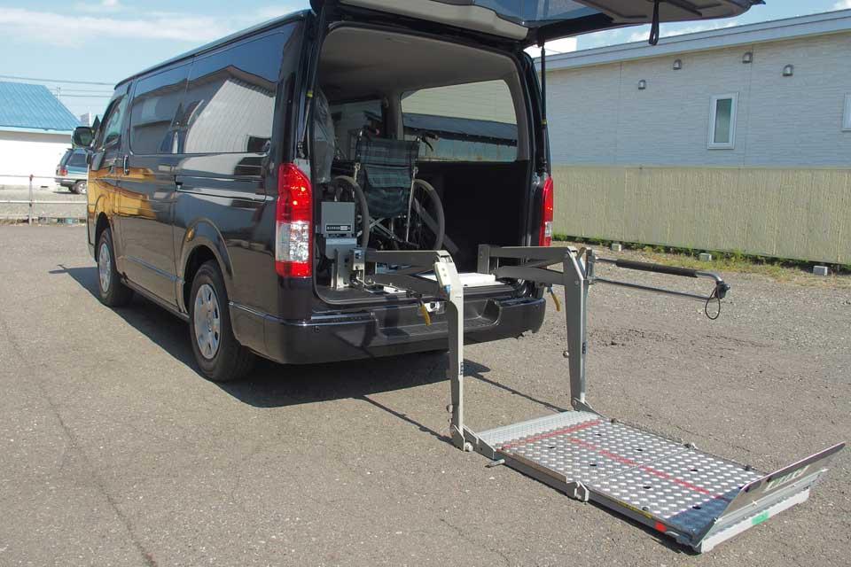ハイエース200系 和光工業製 車いすリフト移設作業