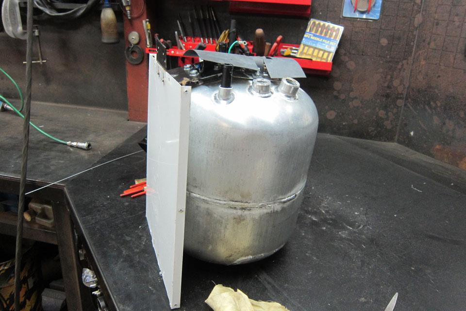 キャンピングカー ボイラータンク TIG アルミ溶接修理