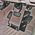 床置式・左アクセルペダル装置「レフティ」のご紹介