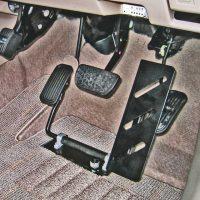 左アクセルペダル装置:床置式「レフティ」のご紹介