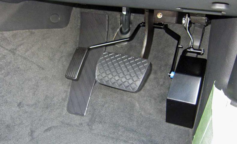 アウディA6 吊り下げ式・左アクセル装置改造