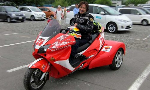 車いすが搭載可能なトライクバイク