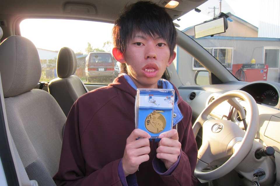 第13回全国障害者スポーツ大会(スポーツ祭東京2013)の車椅子スラローム競技で金メダルを獲得