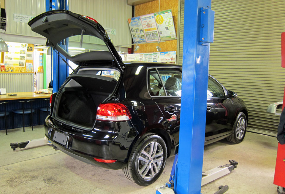 VW ゴルフ TSi バックゲートストラップ加工取付