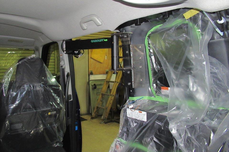 車いす収納装置「カロリフト40」を トヨタ・タンク(TANK)に装着!