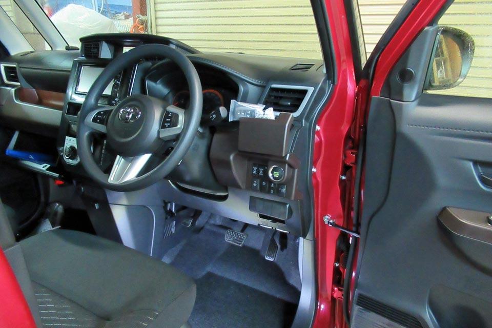 無事に自動車運転免許を取得して、マイカーとして購入したトヨタ・タンクにオートアダプト製ペダル延長システムを移設しました♪
