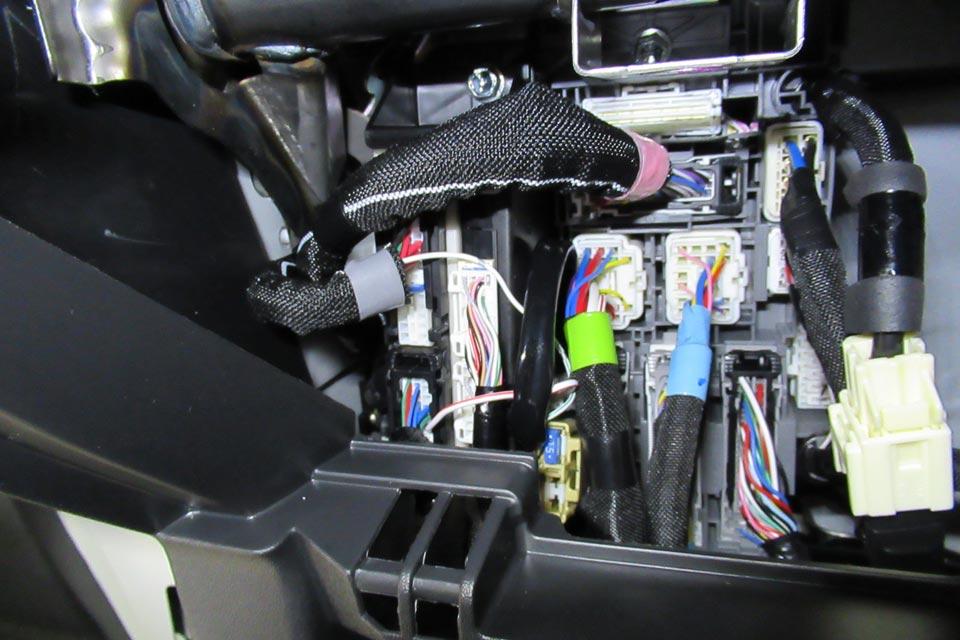 ハイエース専用 電動幅広補助ステップの取付作業を赤裸々に公開します!