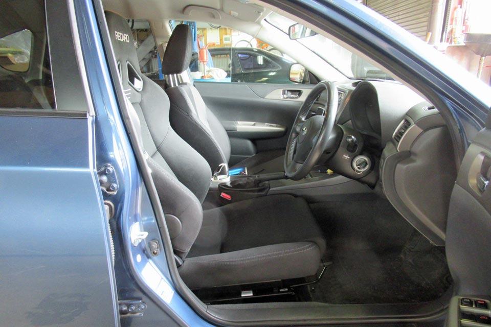 レカロシート装着後のシートポジション再調整