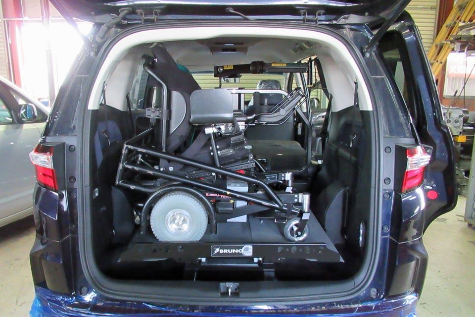 ホンダ・オデッセイ ジョーイ・リフト 電動車いすサッカー用マシン ストライクフォース搭載テスト