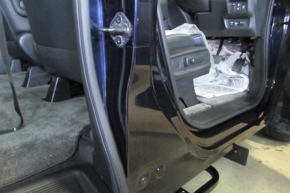 車いす 傷防止シート貼り付け