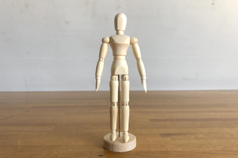 可愛い、木製デッサン人形(20cmモデル)が姿を現しました♪