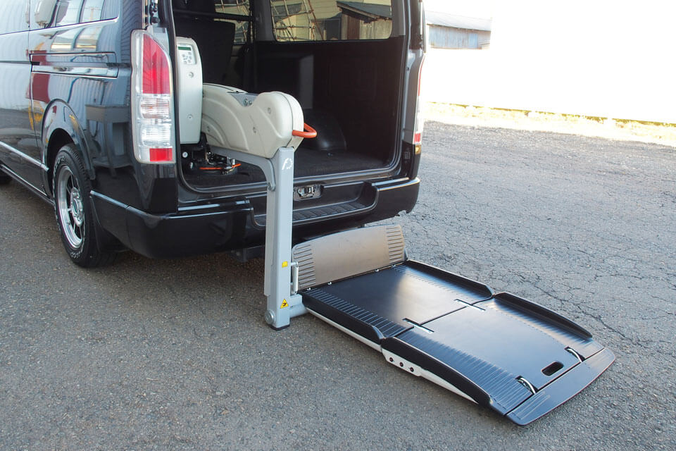イフのハイエースに「イタリア製・フィオレラリフト F360スリムフィット」を装着しました♪